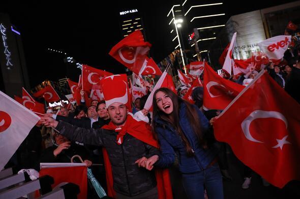 AK Partide evet zaferi coşkusu