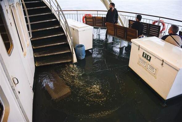 Isztambul hajókázás: belül is víz, kívül is víz, felül is víz, alul is víz.. - Forrás: Hürriyet