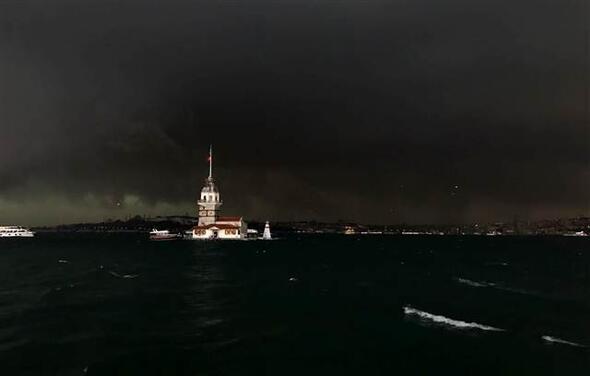 Isztambul nappal...izé...tényleg nappal van! - Forrás: Hürriyet
