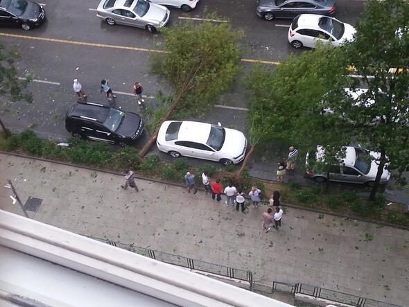 Van, aki tudja, hova kell ilyenkor parkolni... - Forrás: Hürriyet