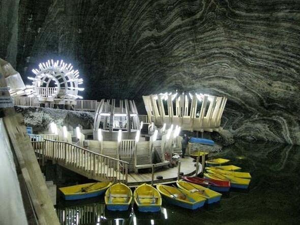 İlk girenler ürküyor ancak yerin 120 metre altında cennet yarattılar