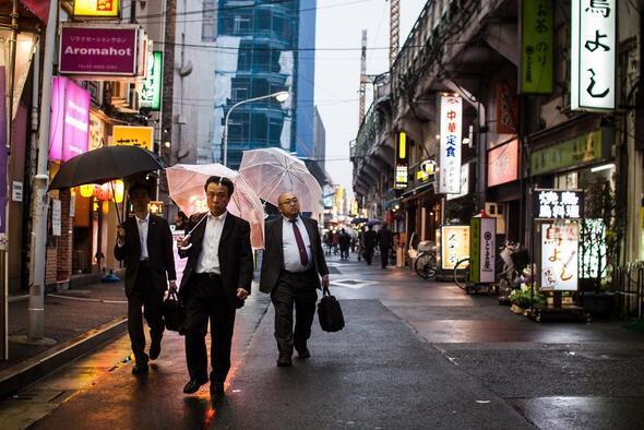 Burası dünyanın en çok çalışan ülkesi Sokaklarda inanılmaz görüntüler...