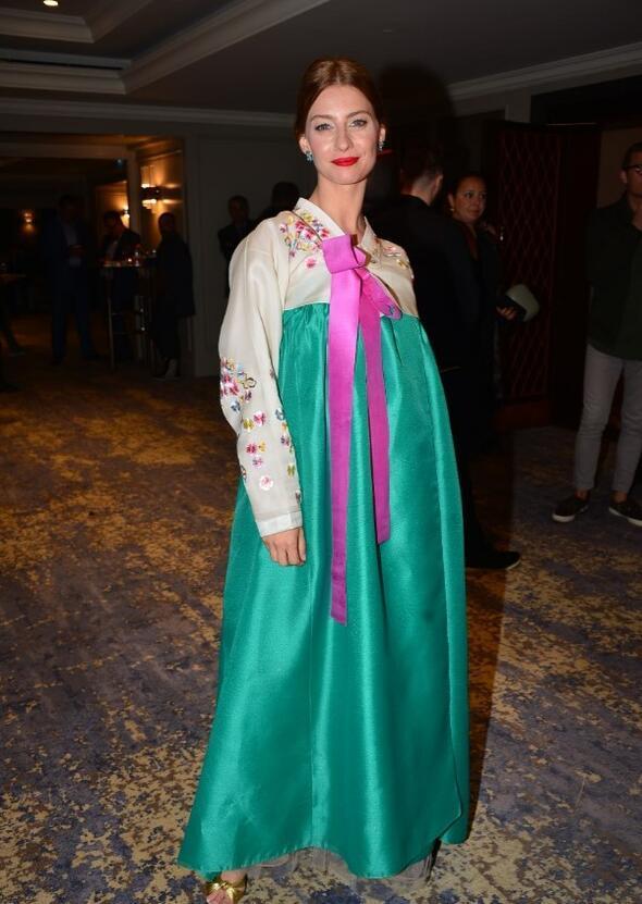 0f10e76100d6a Tuba'nın ödül töreni kıyafeti - Magazin Haberleri