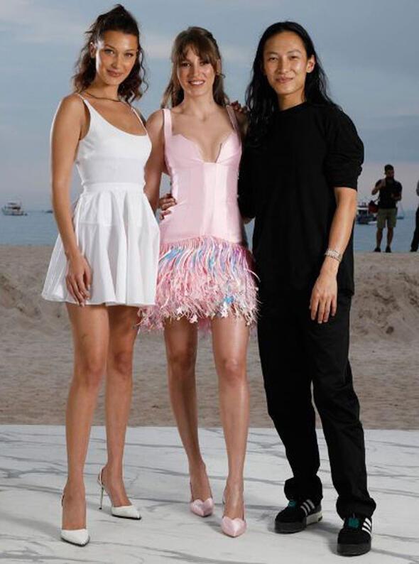 Serenay Sarıkaya ve Meryem Uzerli Cannes'da kapıda mı kaldı