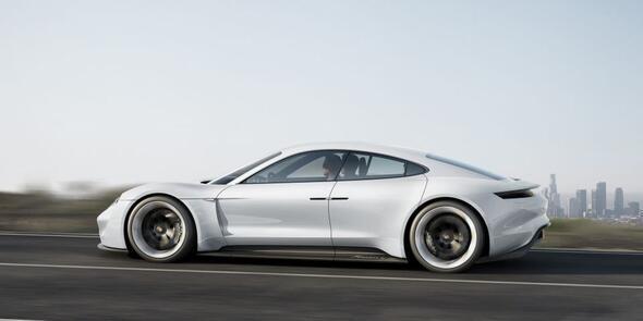Porscheden Türkçe isim taşıyan elektrikli otomobil