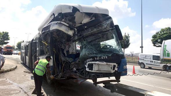 Ankarada belediye otobüsleri çarpıştı