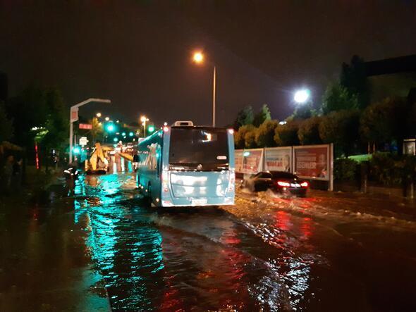 İstanbulda şiddetli yağış ve fırtına