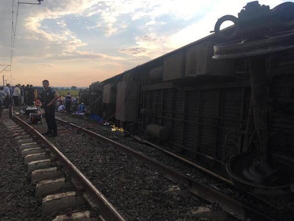 Çorluda tren vagonu devrildi