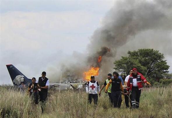Meksikada uçak düştü