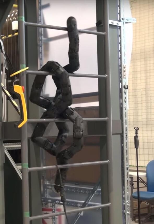 Katil robotlardan merdivenden tırmansanız da kaçamayacaksınız