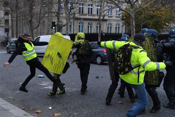 Fransa yine karıştı Sarı yelekliler sokakta...