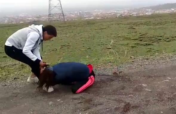 İki genç kıza korkunç işkence Görüntüler ortaya çıktı