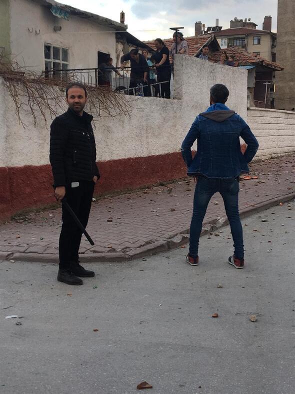 Ortalık savaş alanına döndü 200 polis sevk edildi