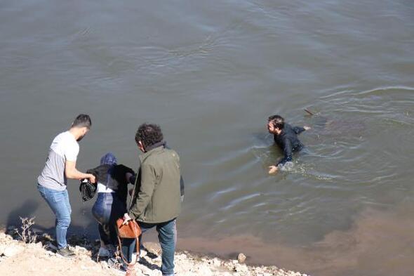 Fotoğraf çektirirken Meriç Nehrine düştü