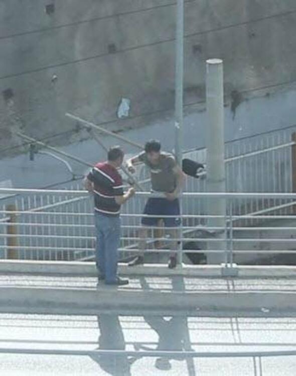 Hırsızlık şüphelisi köprüden atlarken kolundan yakalandı