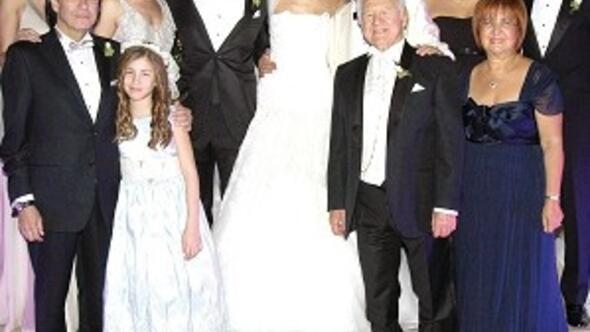 İki seçkin aileyi birleştiren düğün