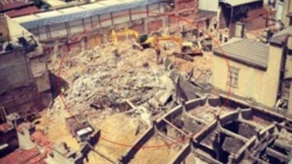 Tarihi Emek Sineması tamamen yıkıldı