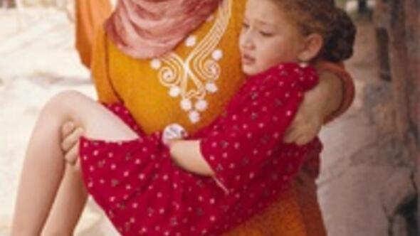 Küçük kız jiletle sünnet edildi