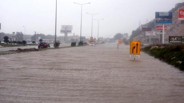 İstanbul fırtınayla yıkıldı! Hayat Felç oldu... ile ilgili görsel sonucu