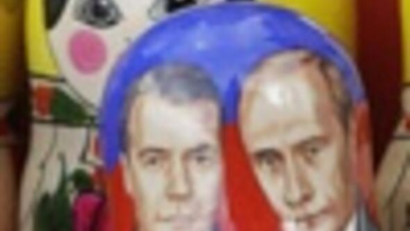 Medvedev to be inaugurated in Putins shadow