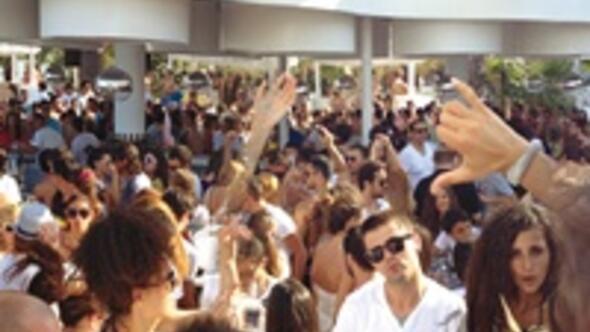 Bu yazın en iyi 10 beach club'ı