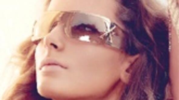 Bu yaz gözlükler parlak, abartılı bol süslü