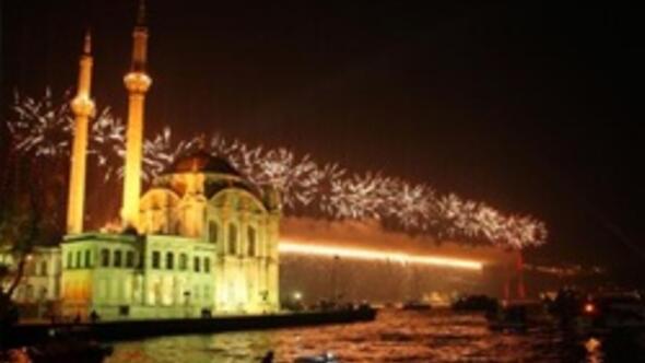 İBBden havai fişekli 29 Ekim kutlaması