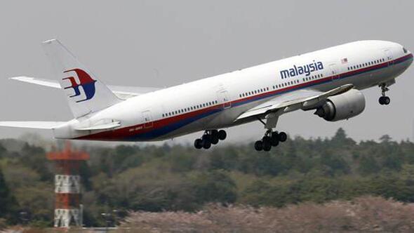 239 kişi taşıyan Malezya uçağı kayboldu