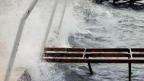 Antalyada okullara fırtına tatil