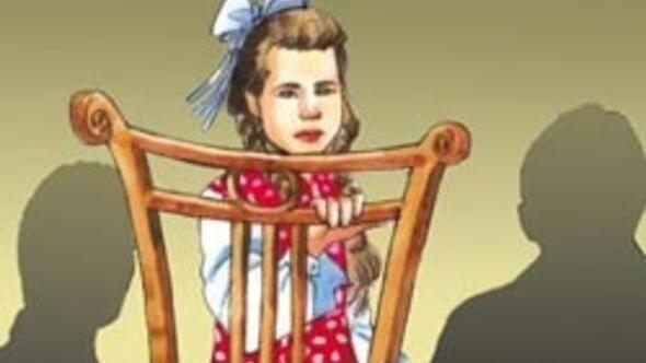 12 yaşındaki kızı fahişe ilan ettiler