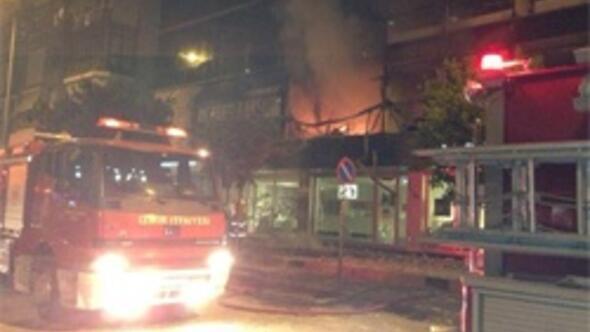 AK Parti İlçe binasında yangın