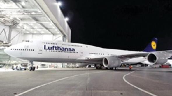 Dünyanın en uzun yolcu uçağı Lufthansa'da uçmaya başladı