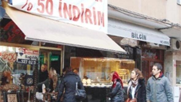Dükkánlar boşaldı Beşiktaş Çarşısı 'papatya falı' gibi