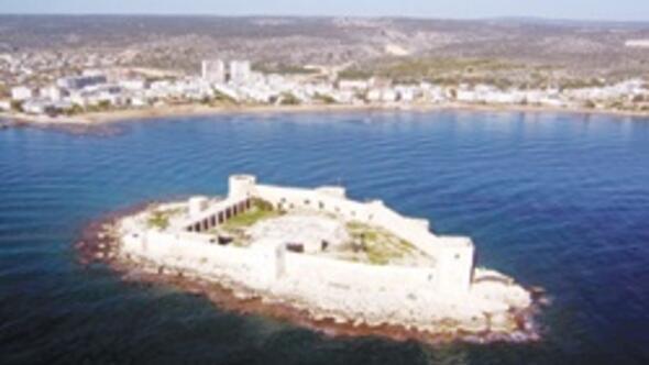 Mersindeki Kız Kalesi sahili artık daha temiz