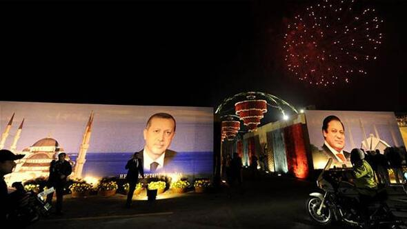 Başbakan Erdoğan Pakistanda havai fişeklerle karşılandı