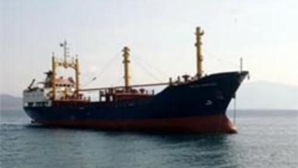 Antalyada yük gemisi battı