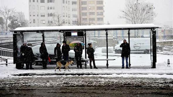 İstanbulda hayatı durduran kar