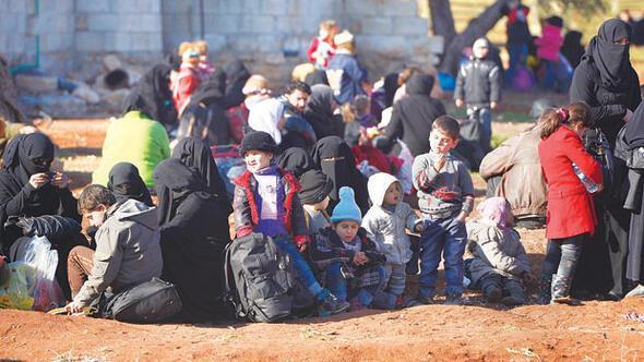 Esad Halepteki muhalifleri kuşatmaya hazırlanırken siviller Türkiyeye kaçıyor