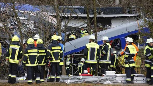 Almanyada 11 kişinin öldüğü tren kazasının sebebi belli oldu