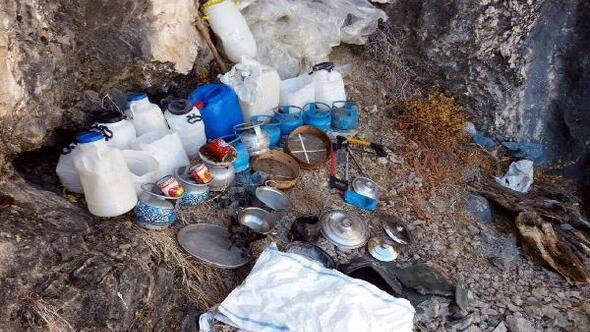 Tuncelide teröristlere ait yaşam malzemeleri ele geçirildi