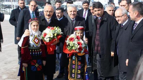 Bakanlar Arslan ve Elvan, Karsta STK temsilcileriyle buluştu (2)