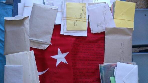 Üniversitelilerden, askerlere mektup