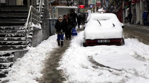 Artvinde 147 köy yolu kardan kapandı
