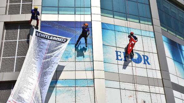 AFAD, şehitler anısına 50 metrelik binadan iniş yaptı