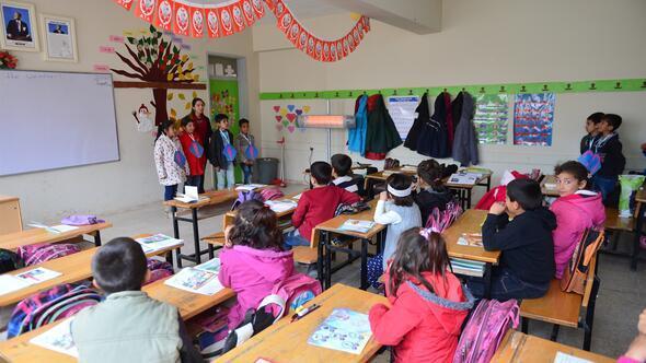 Öğretmenlerin sınırda zorlu görevi