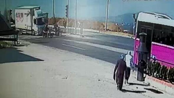 Kamyonun çarptığı motosikletli yaralandı
