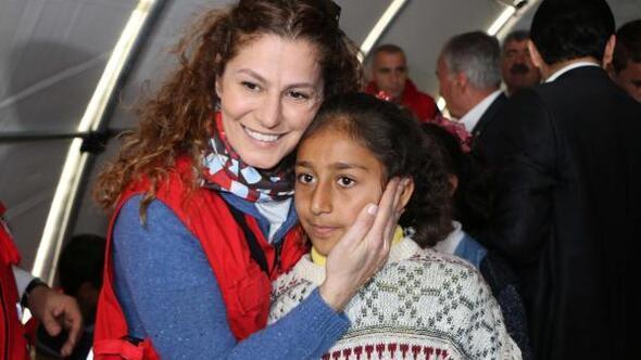 Kızılaydan depremzedelere elbise yardımı