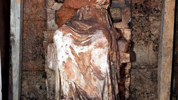 2 bin 100 yıllık Kibele heykelinin bulunduğu kalede taşocağı tepkisi