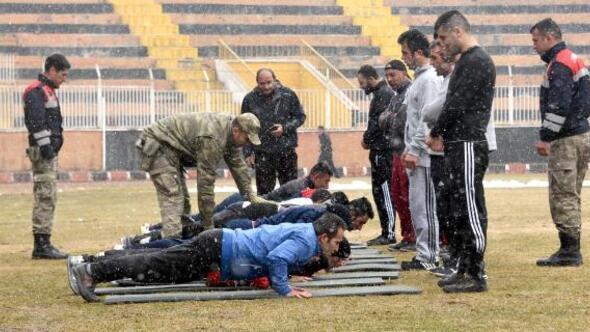 Güvenlik korucusu adaylarına komando eğitimi gibi spor sınavı