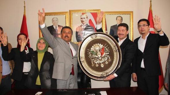 Mersin'de Bozkurtlu ve Rabia işaretli ziyaret